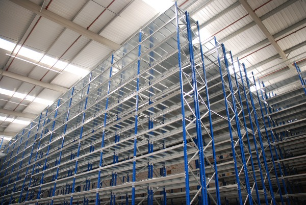 How to tell if narrow aisle pallet racking is right for you
